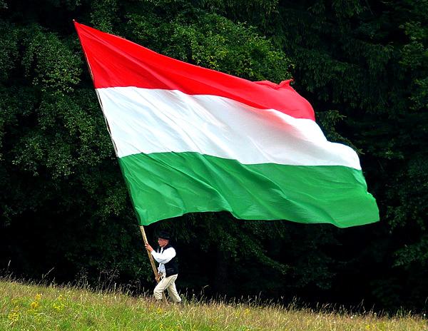 magyar-zászló-hatalmas-k